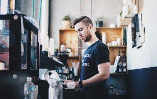 jak zatrudniać pracowników w gastronomii