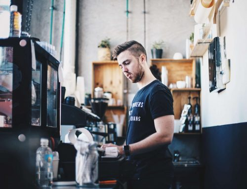 Jak zatrudniać studentów i pracowników tymczasowych w gastronomii